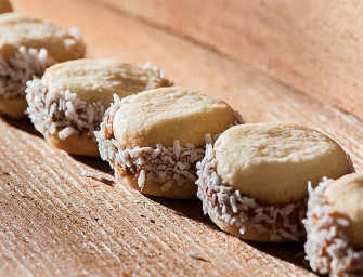 The Finer Cookie: <br>Coconut Alfajores