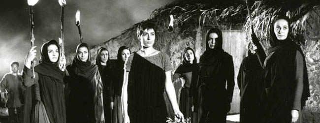 Irène Pappas (centre) dans une scène du film «Électre»