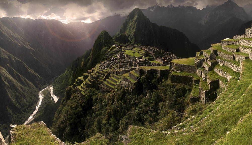 Le antiche città di Machu Picchu e Puma Punku sono in linea con l'antica capitale di Atlantide