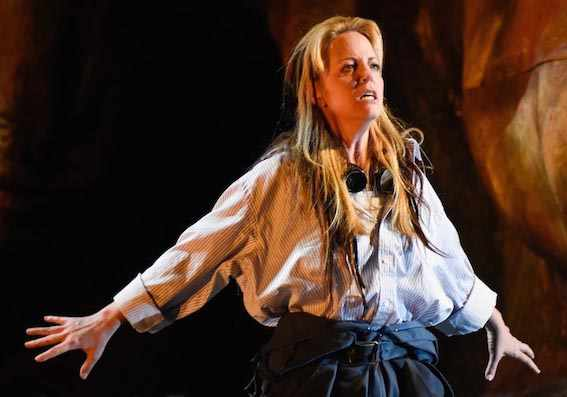 photo: Lise Lindstrom as a voluble and unhappy Elektra. YVES RENAUD