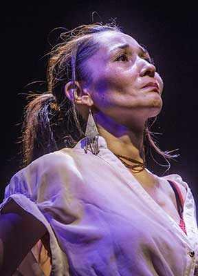Reneltta Ariuk as Dying Girl