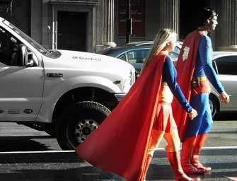 Superwoman est brûlée et <br>Superman souffre d'angine