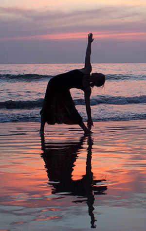 yoga beach plage pose westmountmag.ca