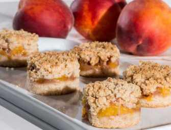 The Finer Cookie: <br>Peach Crumble Bars