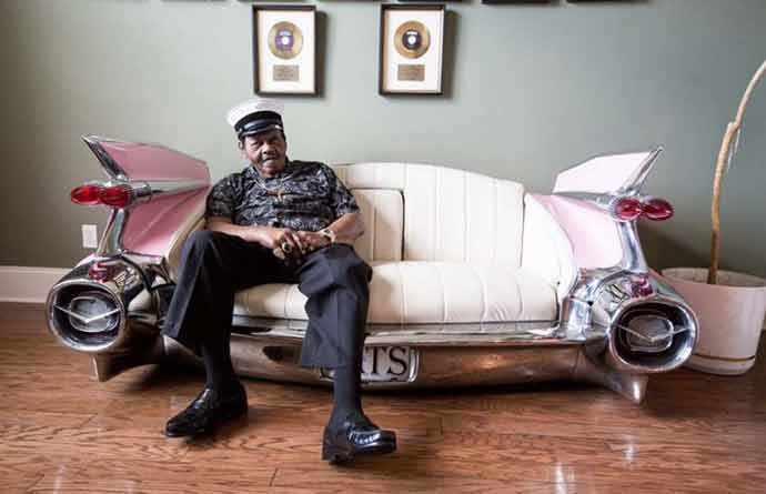 Fats Domino Caddy couch - WestmpuntMag.ca