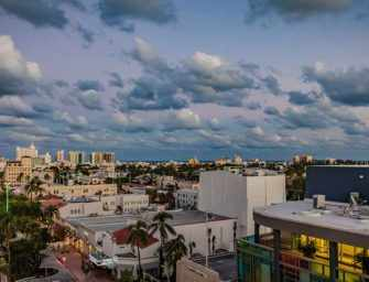 James St Laurent à Miami / 1 <br>Miami Beach