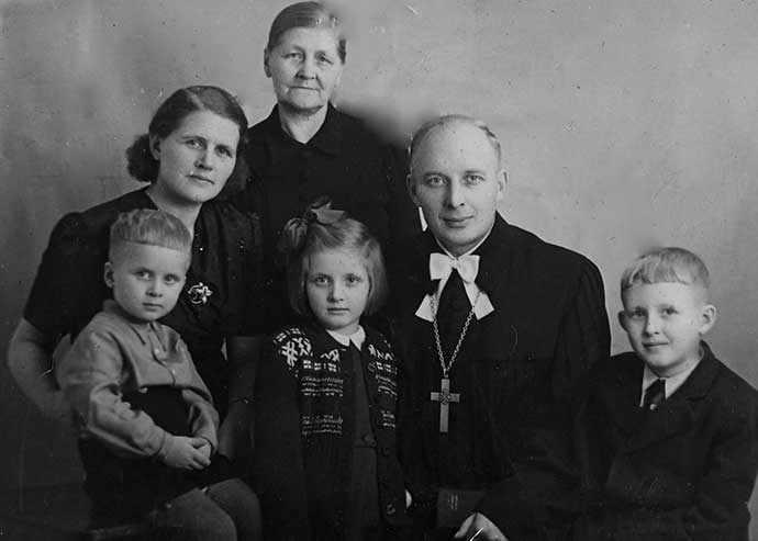 Raudsepp family 1948 - WestmountMag.ca