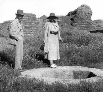 Agatha Christie with archaeologist husband - WestmountMag.ca