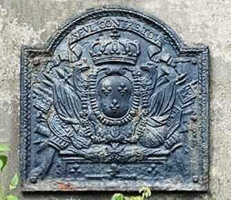 decorative plaque on Argyle Avenue - WestmountMag.ca
