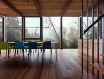 Dans l'Escarpement, un pavillon <br>fait de verre et de bois