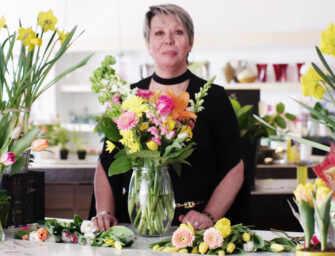 Create a beautiful flower arrangement with Lyudmila!