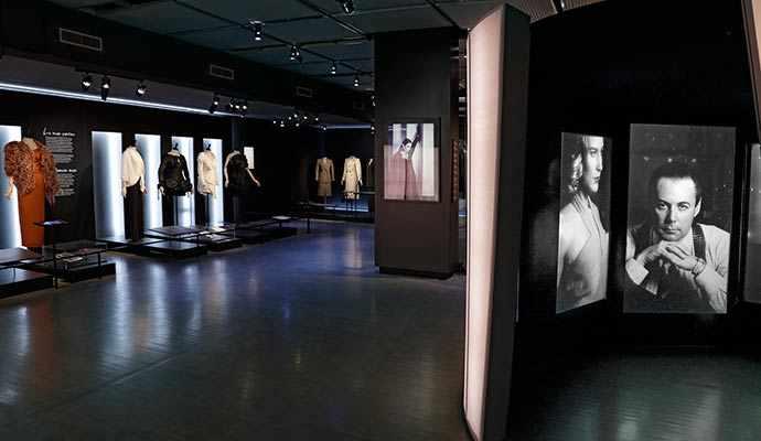 'exposition réunit-elle près de 130 artefacts issus des dons de Jean-Claude Poitras au Musée McCord et au Musée de la civilisation