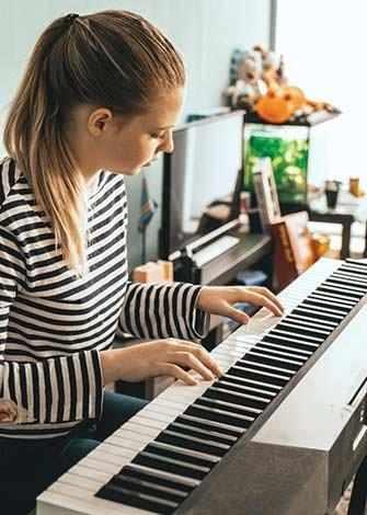 girl playing piano - WestmountMag.ca